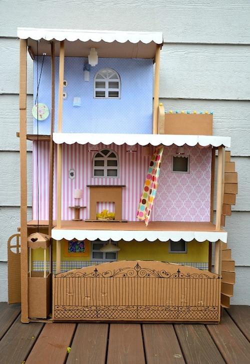 Как сделать кукольный домик и картонной коробки