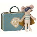 Мышонок Cупергерой в чемодане