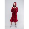 Платье - толстовка красное с нашивкой